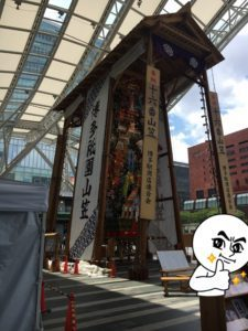 博多駅前の山笠