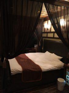 ラヴァーズレーンのベッド
