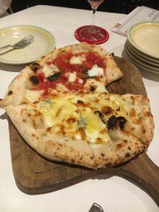 チーズカフェ2のピザ