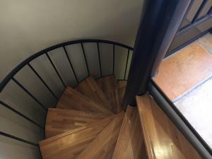 沼津のラブホテルのラグナリゾートの階段