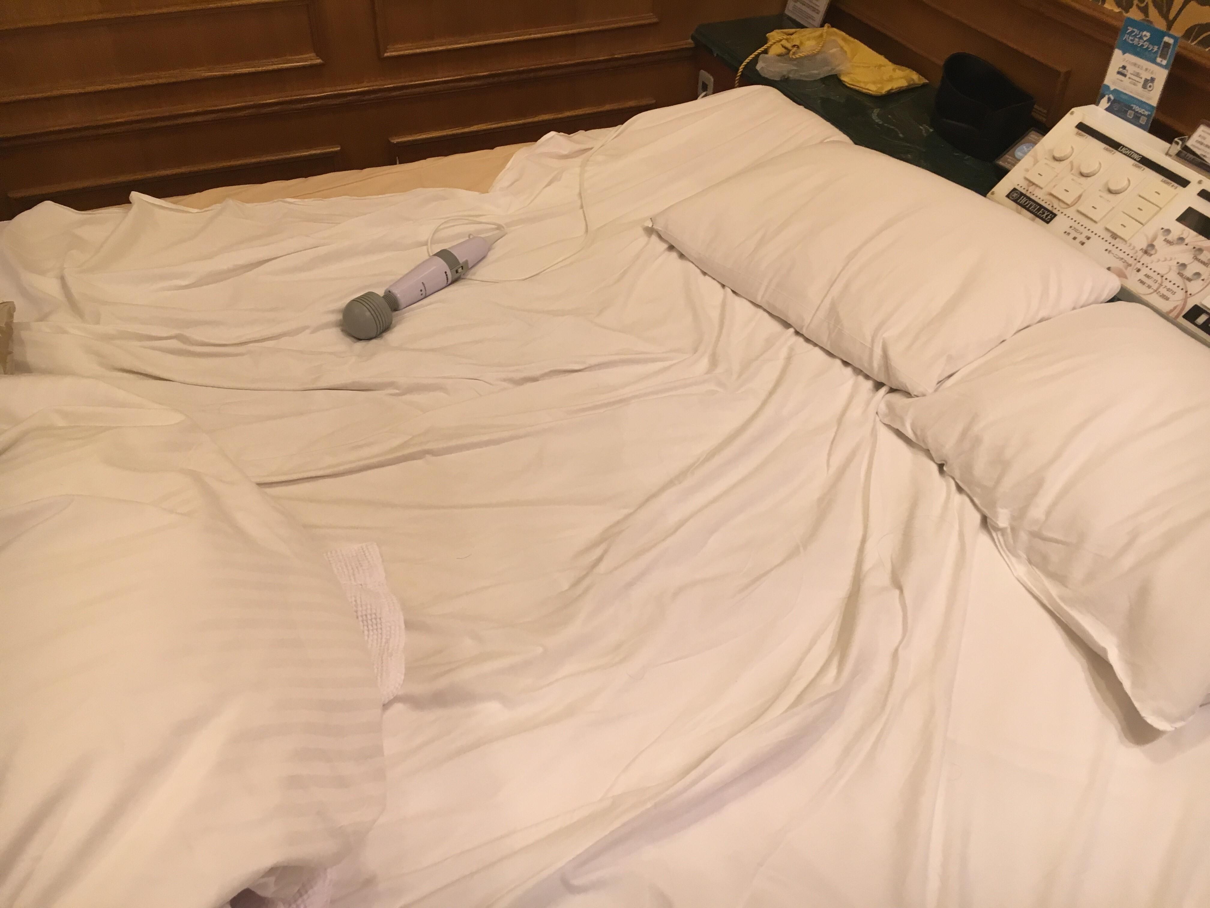 潮吹きでビショビショのベッド