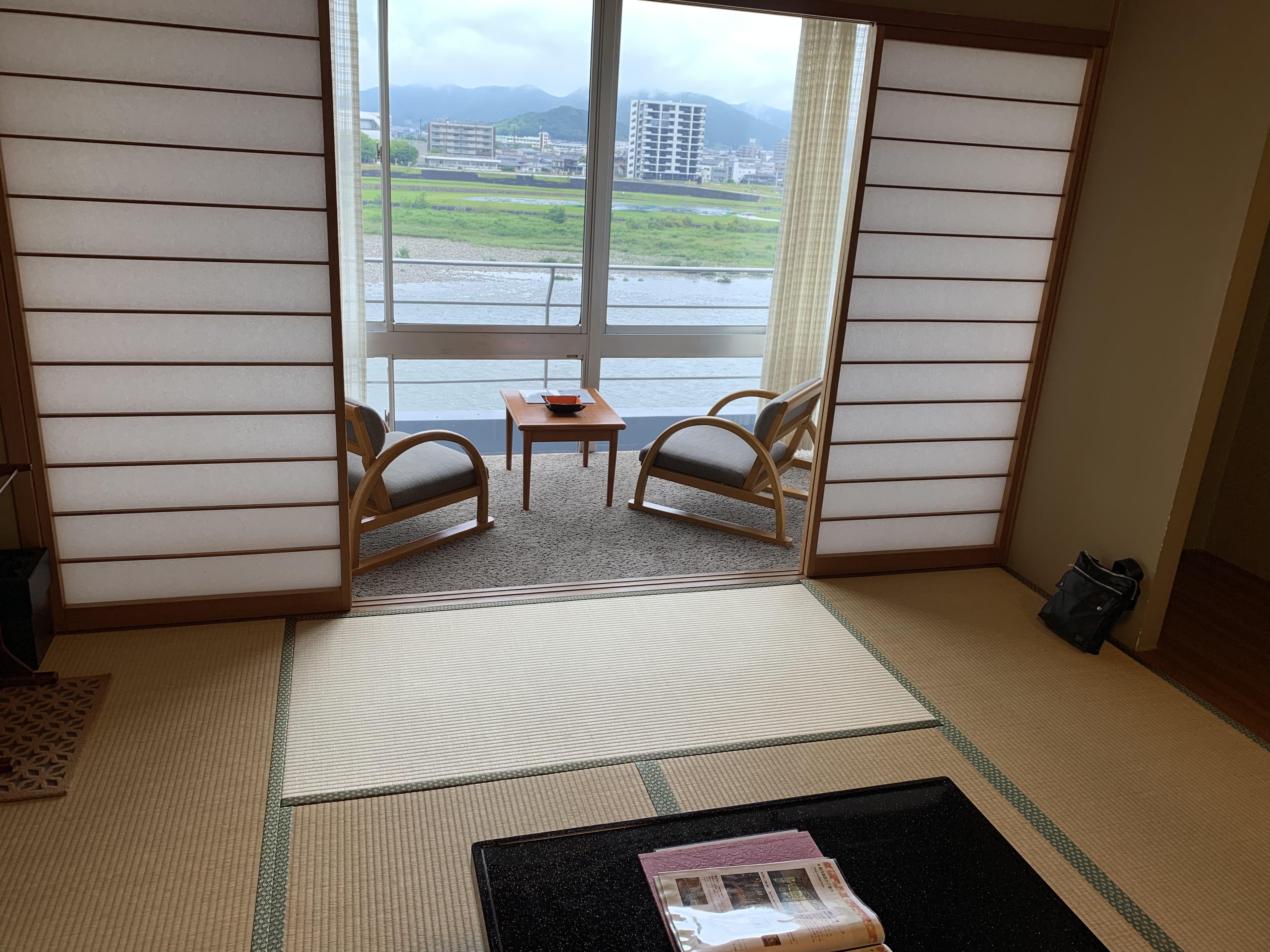 長良川温泉の旅館十八楼の部屋