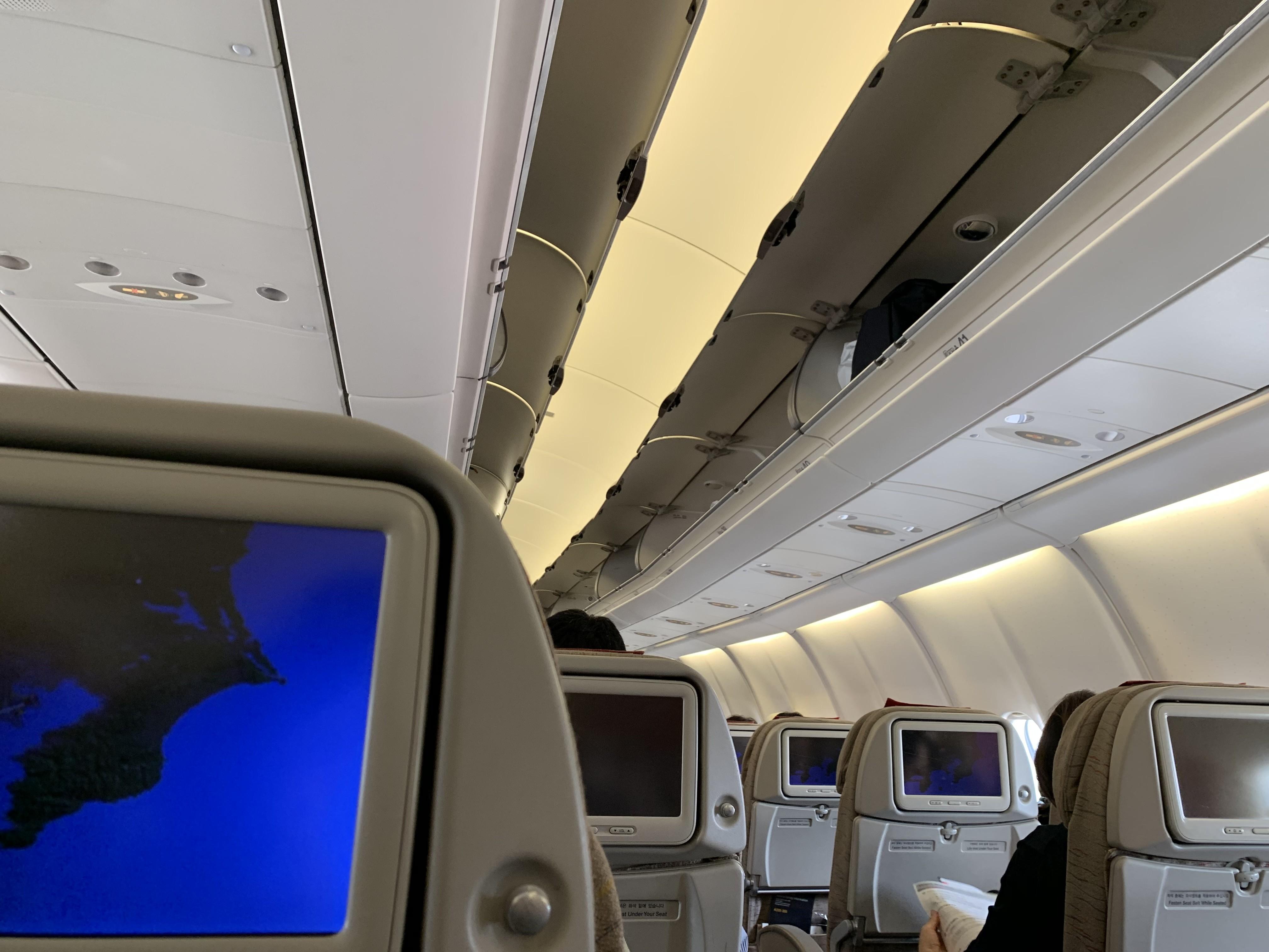 アシアナ航空の飛行機の機内の画像