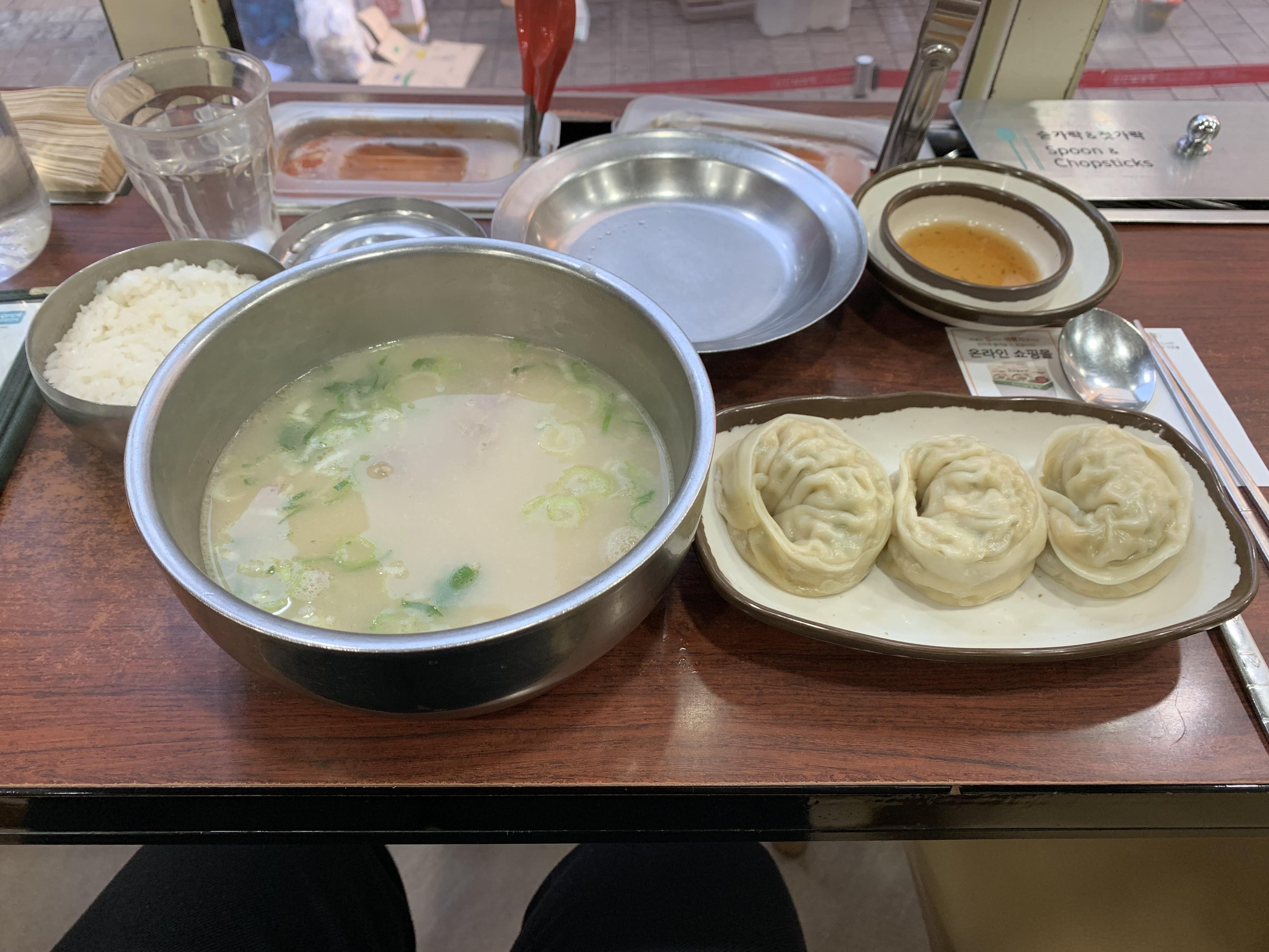 神仙ソルロンタンの牛スープと饅頭の画像