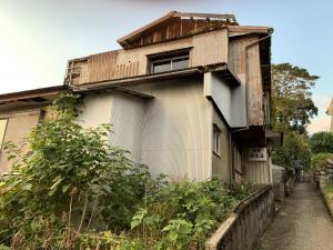 渡鹿野島のつぶれた旅館の画像