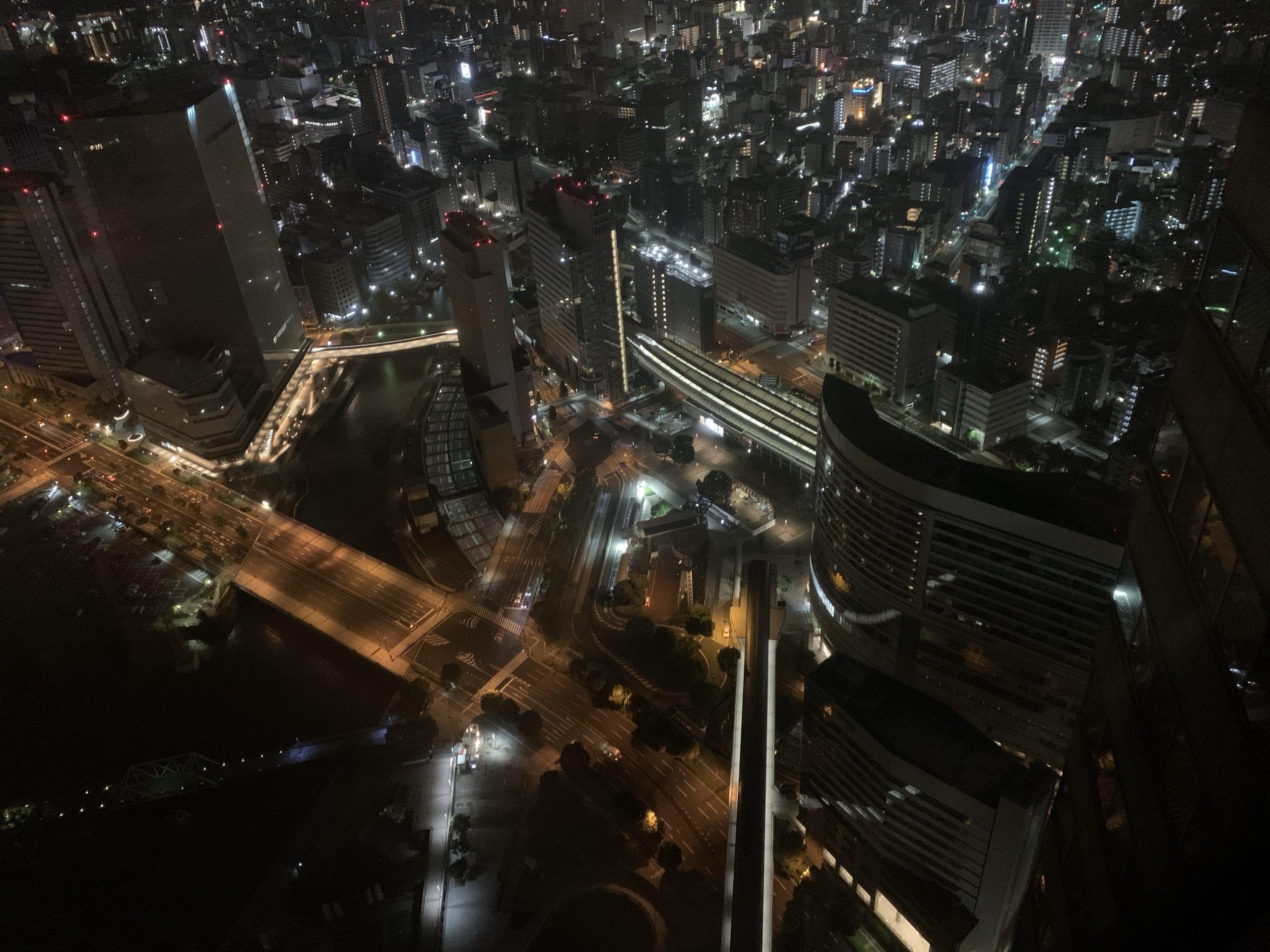 横浜ロイヤルパークホテルのアトリエフロアの部屋からの夜景の画像